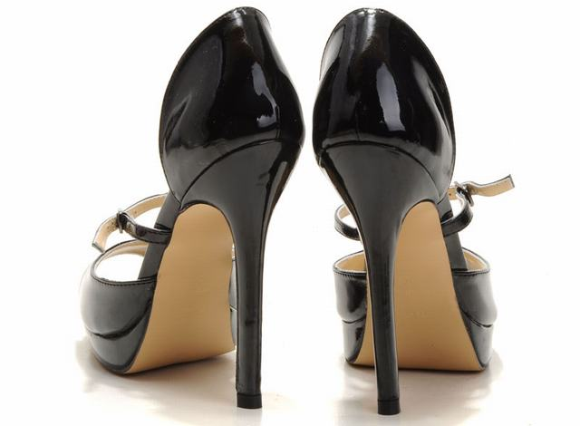 chaussure femme louboutin occasion